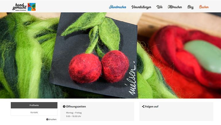 """Startbildschirm der Website von """"Saale-Unstrut Handgemacht"""" auf dem Desktop mit Kirschen aus Filz"""