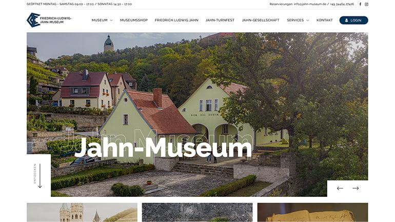Startbildschirm des Jahn-Museums auf dem Desktop mit einem Bild des Wohnhauses von Friedrich-Ludwig Jahn