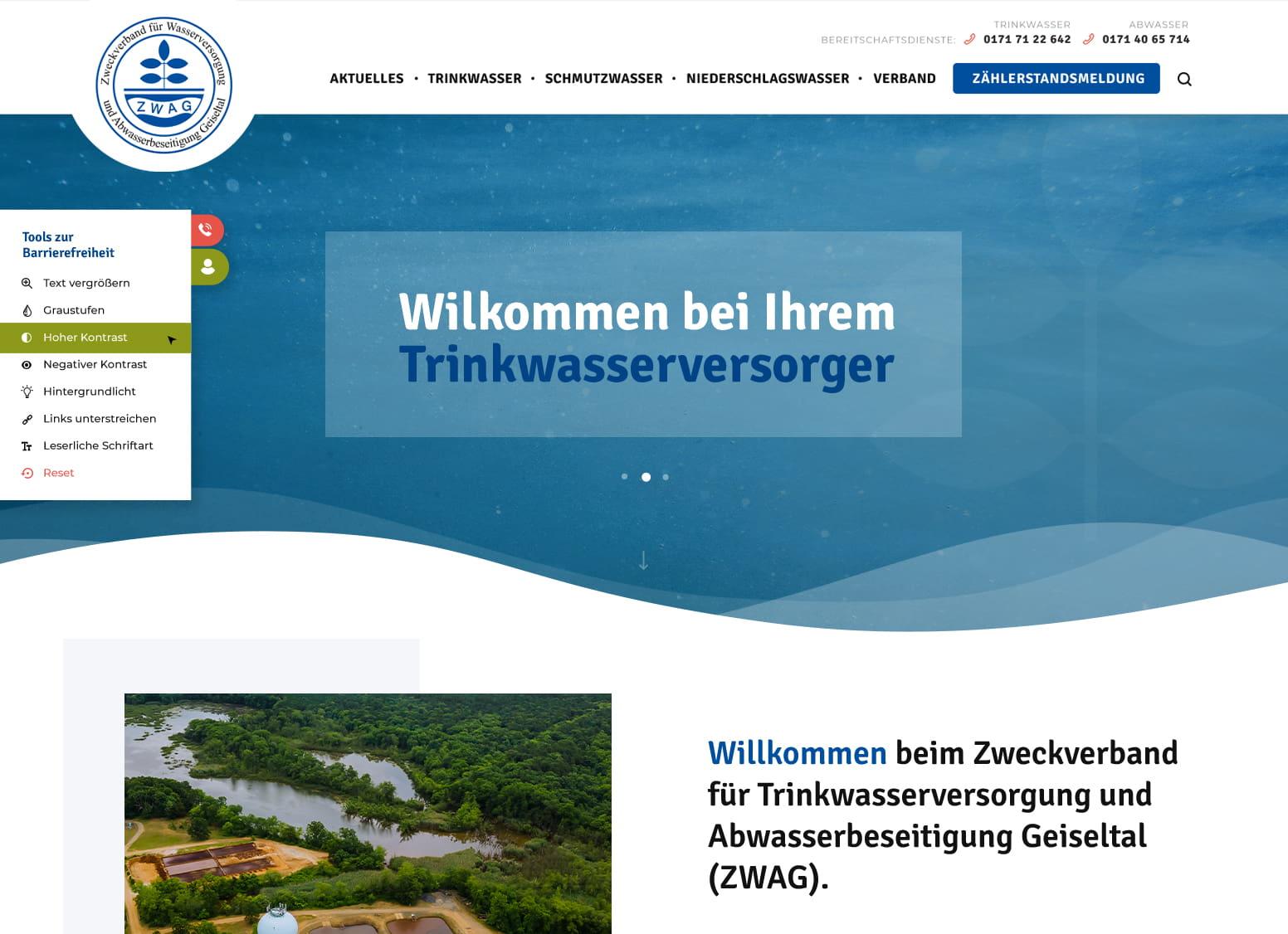 Startseite des Zweckverbands für Wasserversorgung und Abwasserbeseitigung Geiseltal zeigt Unterwasser-Foto im frischen Blau mit spritzigen Luftblasen